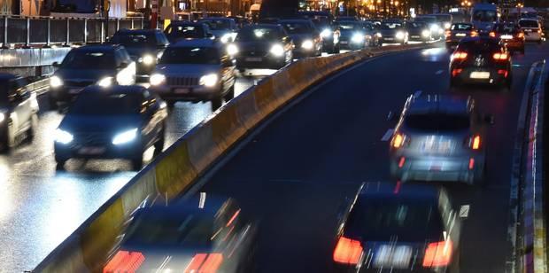 Bruxelles: un fuyard roule à contresens dans le tunnel Trône et percute plusieurs voitures - La DH
