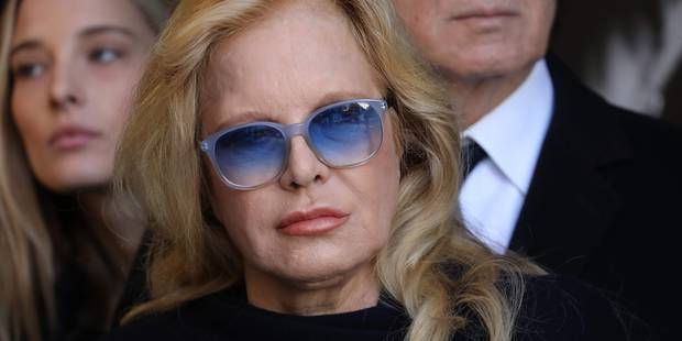 Sylvie Vartan, toujours marquée par le décès de Johnny, publie un message de Noël qui fait part de sa tristesse - La DH