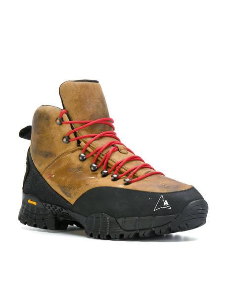 Alyx. Chaussures de randonnée.       561 euros.