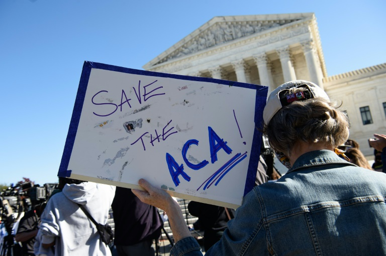 Un manifestant devant la Cour suprême des Etats-Unis à Washington le 10 novembre 2020