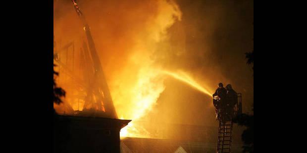 Trois morts dans un incendie à Bouge, un enfant sauvé - La DH