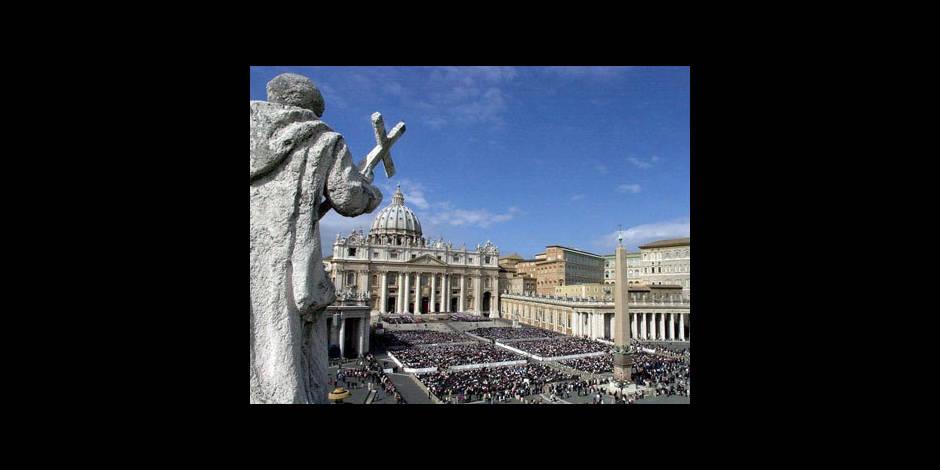 """Nouvelles spéculations sur """"Vatileaks"""" et un """"lobby gay"""" au Vatican"""