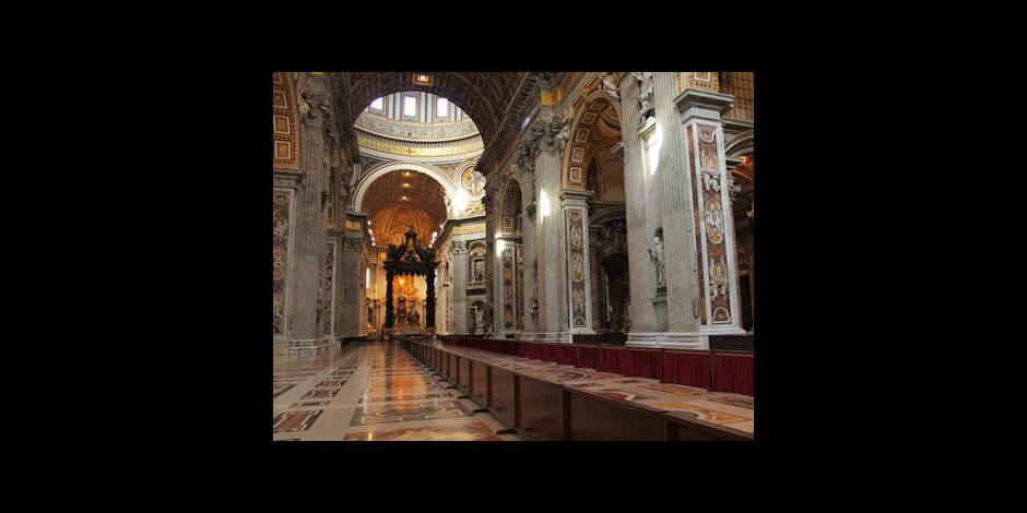 """Vatileaks et """"lobby gay"""": le Vatican fustige """"médisance"""" et """"calomnie"""""""