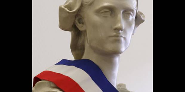 Un maire français oblige ses administrés à dire bonjour à la mairie - La DH