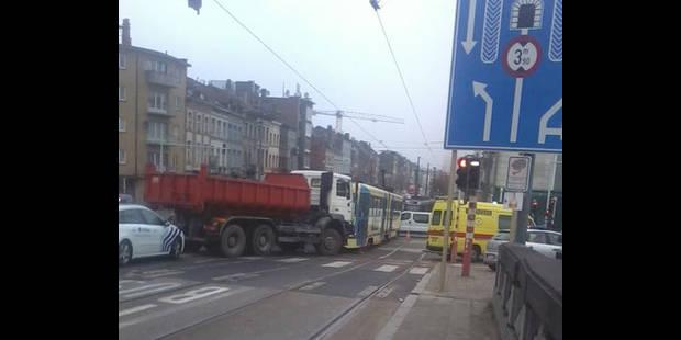 Accident entre un tram et un camion à Laeken