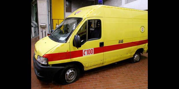 Une ambulance des pompiers de Bruxelles d�rob�e