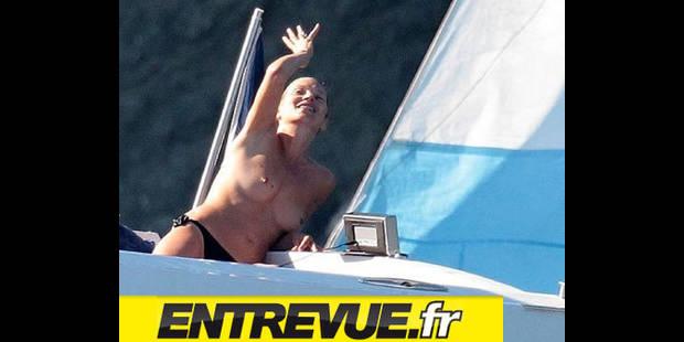 Kate Moss seins nus à St Tropez - La DH