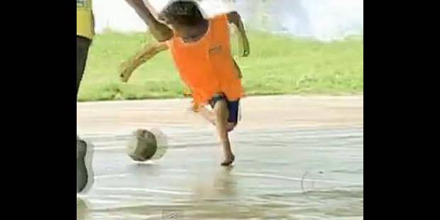 Un enfant sans pieds brille sous le maillot du Barça - La DH