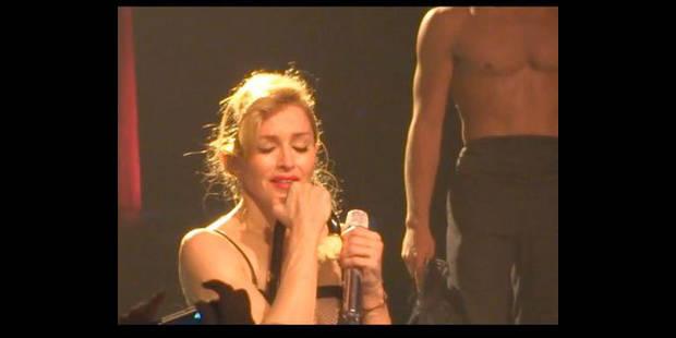 Madonna fond  en larmes