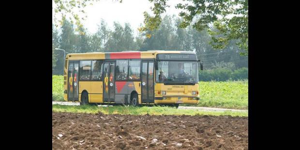 Un motard meurt en percutant un bus TEC à Charleroi - La DH