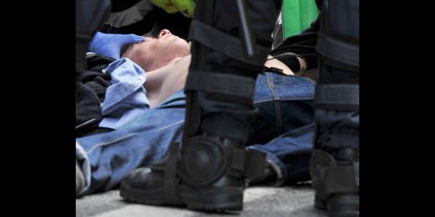Le manifestant   tabassé par la police raconte - La DH