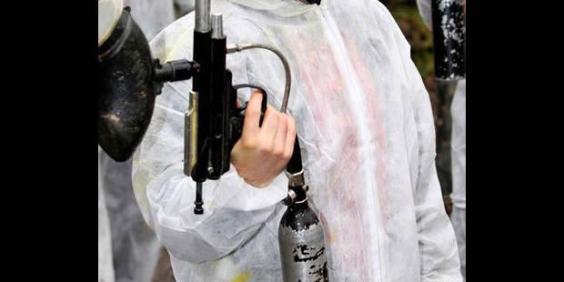 Lotfi tire avec une arme de paint-ball lors de funérailles - La DH