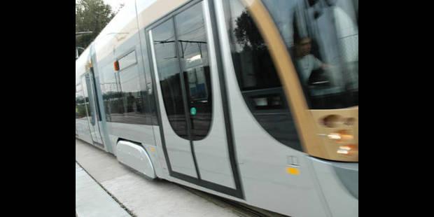 Les nouveaux trams de la STIB déjà cabossés - La DH