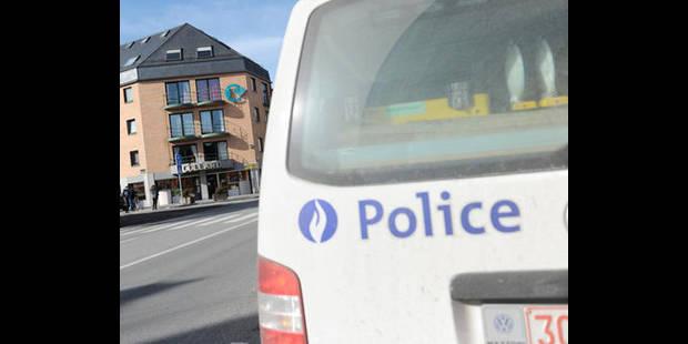 Des délinquants Néerlandais heurtent un combi de police belge lors d'une course-poursuite à la frontière - La DH