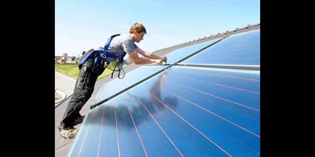 """Panneaux solaires: """"encore toujours rentables en moins de 7 ans"""""""