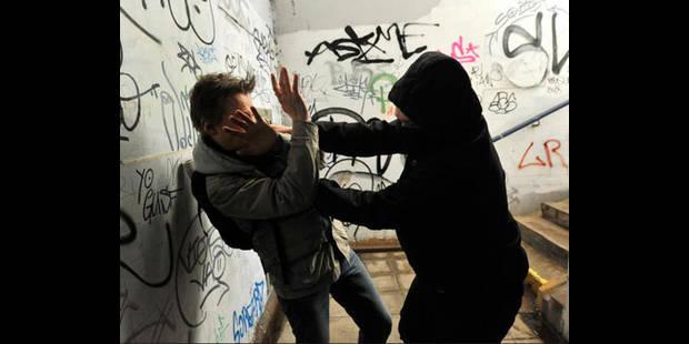 Une surveillante éducatrice frappée à la tête devant son école à Etterbeek - La DH