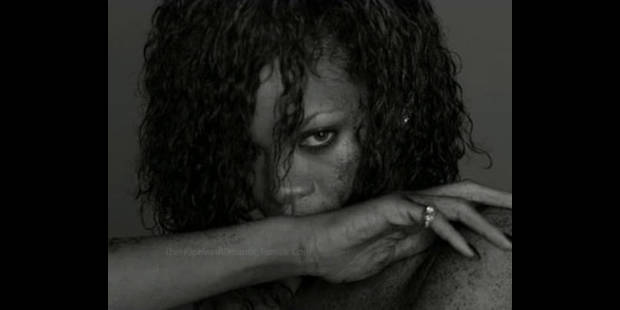 Rihanna topless pour Esquire !