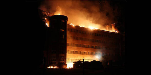 L'établissement scolaire des Ursulines ravagé par les flammes - La DH