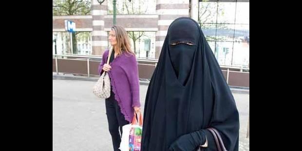 Sanctionner les femmes qui portent la burqa ne les libérera pas - La DH