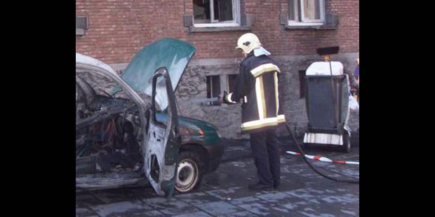 Cinq véhicules de gardiens incendiés à la prison d'Ittre - La DH