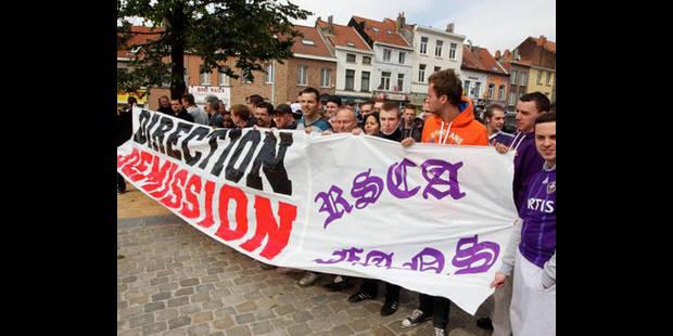 Quelques dizaines de supporters anderlechtois manifestent leur mécontentement - La DH