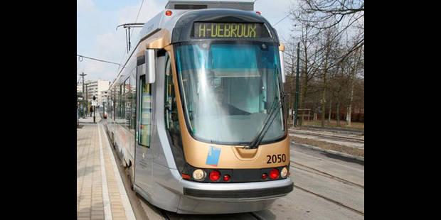 Collision entre un tram et un véhicule de police à Ixelles: 3 blessés légers - La DH