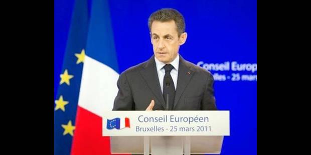 """Sarkozy """"collé"""" par un journaliste - La DH"""
