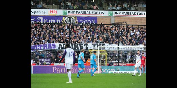 Stade Anderlecht- la commune suspend la procédure en vue des permis en début de partie - La DH