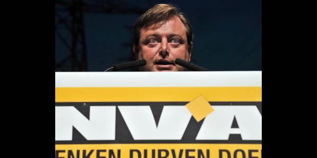Les partis flamands perdent 21 membres chaque jour - La DH