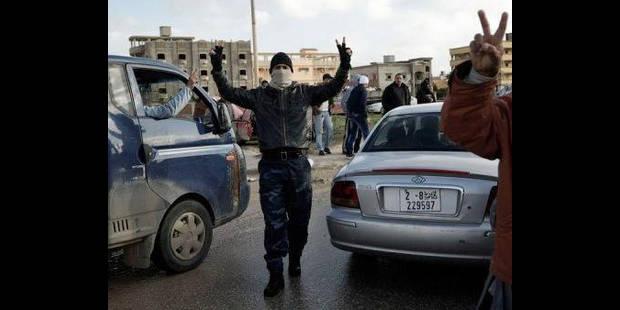 Libye: des milliers de personnes évacuées par air, mer, terre - La DH
