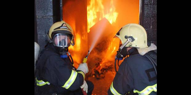 Péruwelz : violent incendie dans un garage collectif situé dans le centre-ville - La DH
