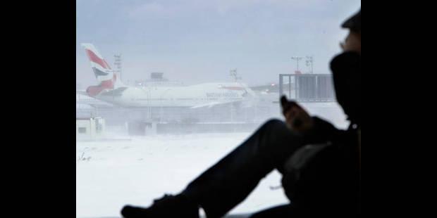 Tempête de neige aux USA, nombreux voyageurs bloqués à New York - La DH