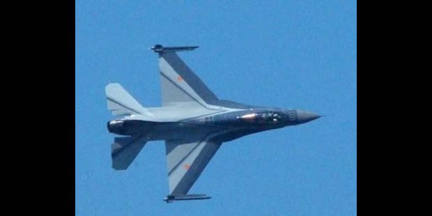 Deux F16 secouent la ville - La DH