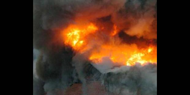 Incendie sur l'ancien site Mondi à Tubize - La DH