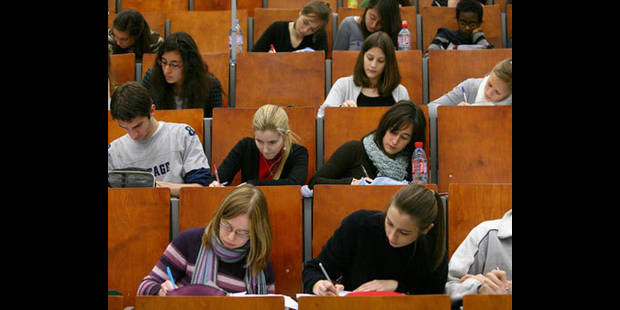 Frais d'études: l'UCL doit refuser les syllabus gratuits aux boursiers - La DH