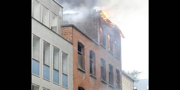 Bruxelles : violent incendie dans un immeuble vide du quartier européen - La DH
