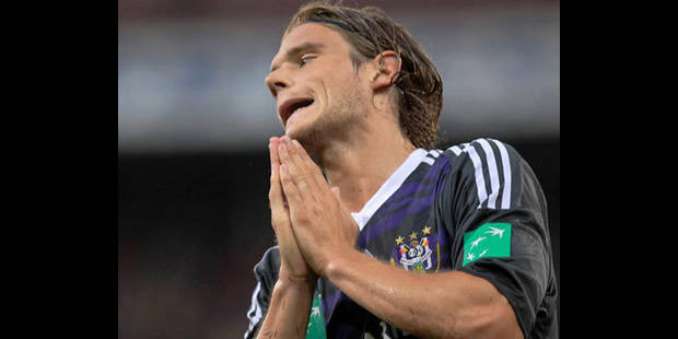Anderlecht perd des plumes à Charleroi (0-0)