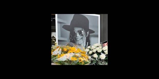 """Le mausolée de Michael Jackson à Los Angeles """"graffité"""""""