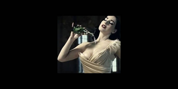 Les bulles de Dita Von Teese (VIDEO)
