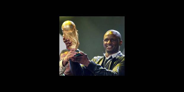 """Vieira portant la Coupe du Monde: """"justifié"""" selon la FIFA"""