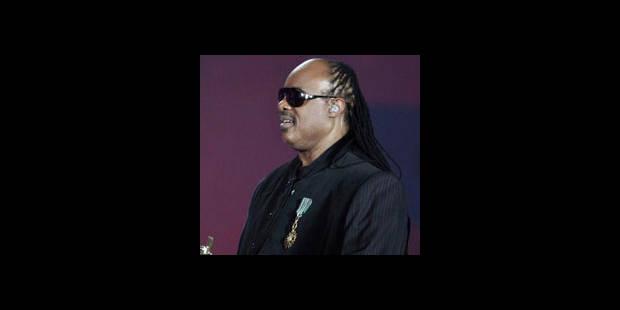 Stevie Wonder se recueille sur la tombe de Michael Jackson