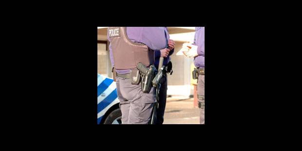 Une femme mord des policiers à Coxyde - La DH