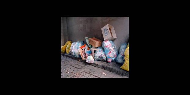Des éboueurs impliqués dans un trafic de sacs poubelles - La DH