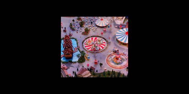 Shannen Doherty donne le coup d'envoi de la saison de Noël à Disneyland