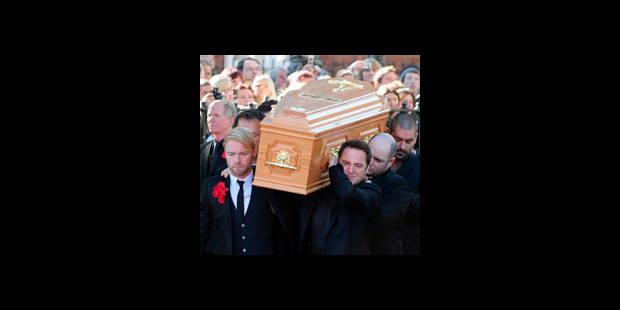 Des centaines de personnes aux funérailles de Stephen Gately