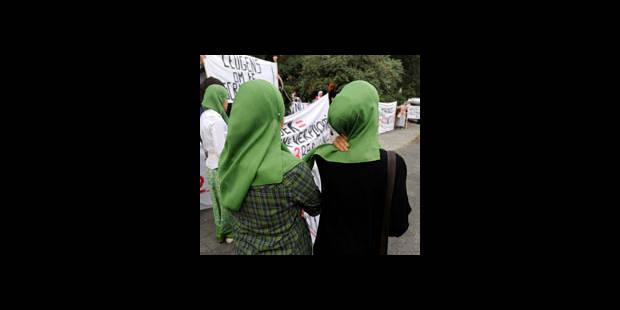 300 manifestants pour l'interdiction du voile à l'école - La DH
