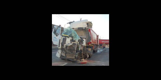 Choc entre camions : un mort ! - La DH