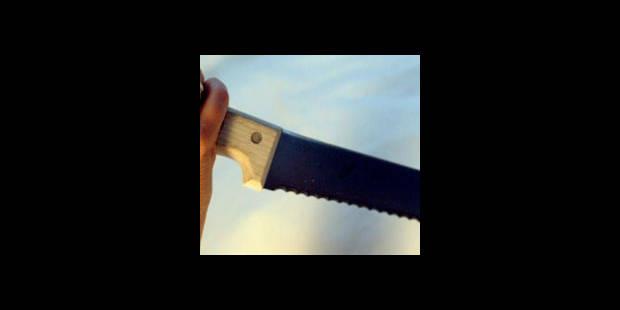 Six coups de couteau - La DH