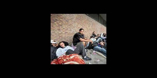 Le gouvernement régularise 25.000 demandeurs d'asile - La DH