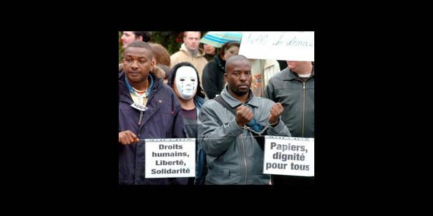 Sans-papiers : manifestation devant l'Office des étrangers - La DH